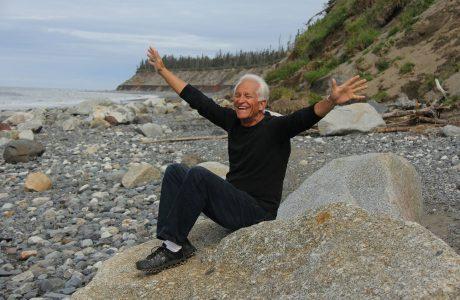 קשיש בן 88 צולע, עם רגליים נפוחות